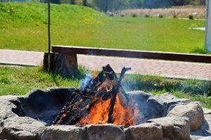 Miejsce do grillowania oraz palenisko na ognisko - Bukowa Przystań Barlinek