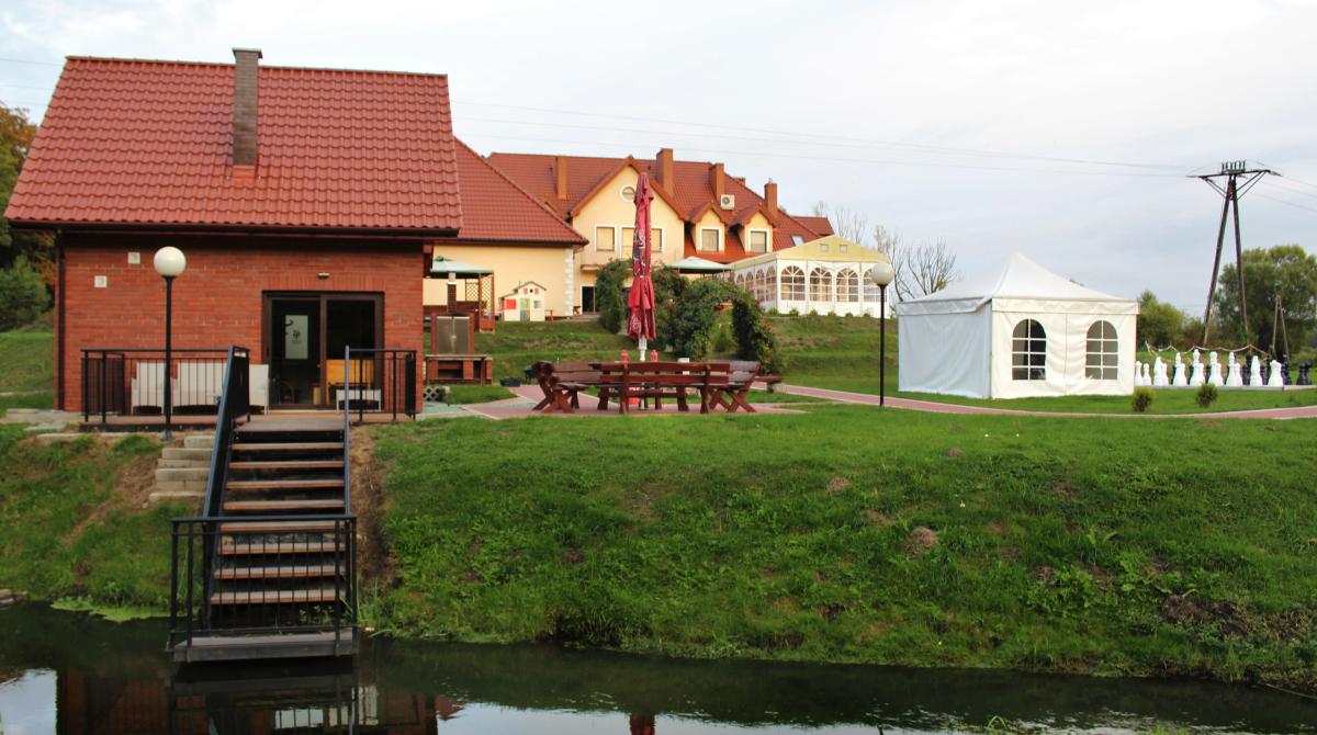 Sauna, zejście dorzeczki - Bukowa Przystań Barlinek